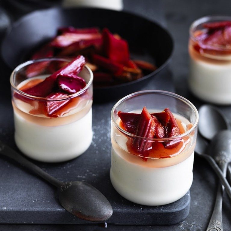 Vanilla panna cotta with champagne jelly & rhubarb