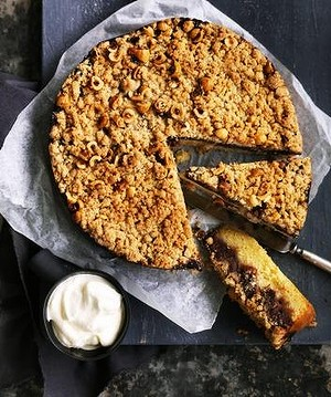 Date & hazelnut cake with crumble