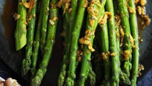 Asparagus with soy, garlic & ginger