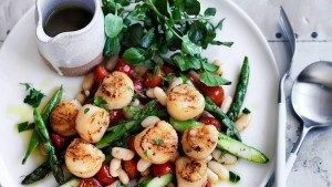 Neil Perry's Good Weekend recipe: Seared scallops & asparagus with white beans.