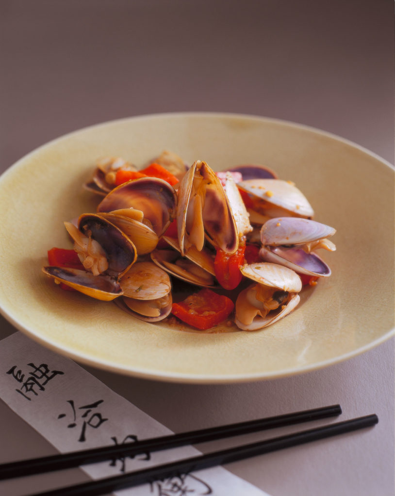 Stir-fried pipis in bean sauce with chillies