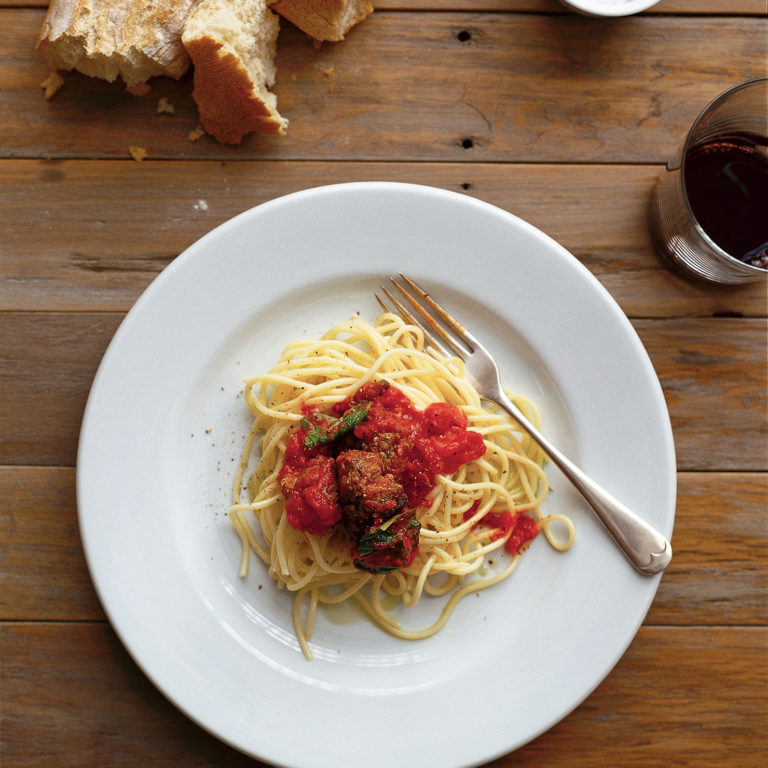 Spaghetti with veal meatballs & tomato sauce