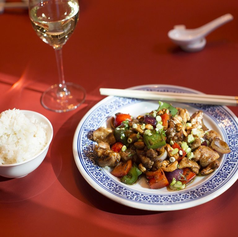 Stir-fried chicken and cashews